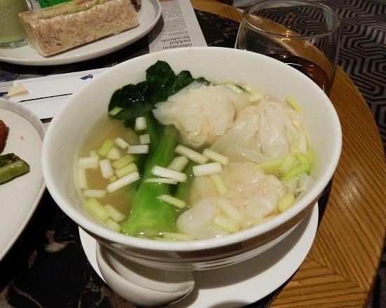 香港空港 ana専用のシンガポール航空ラウンジの食事は?
