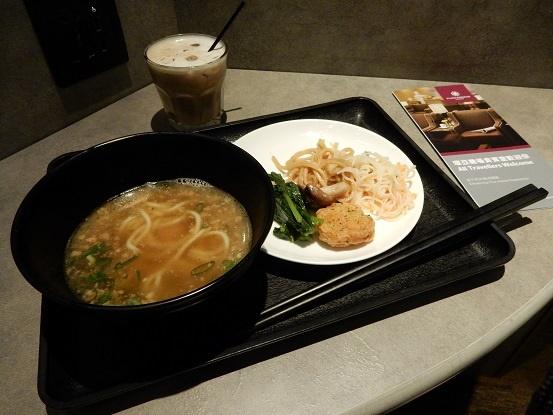 桃園国際空港 プライオリティラウンジの食事など口コミは?