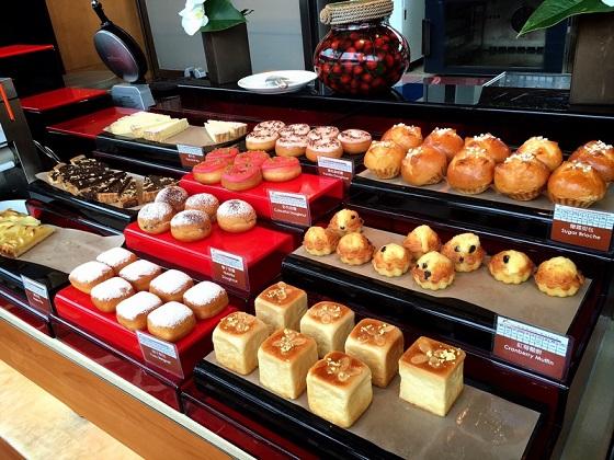 インターコンチネンタル香港  ケーキもある朝食ビュッフェ