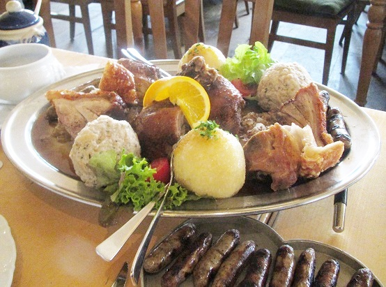 ドイツ ニュルンベルクのレストラン bratwurst rosleinを紹介!