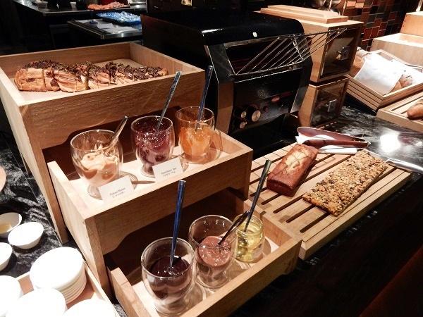 高層階のレストランで楽しむ・コンラッド大阪の朝食ビュッフェ!